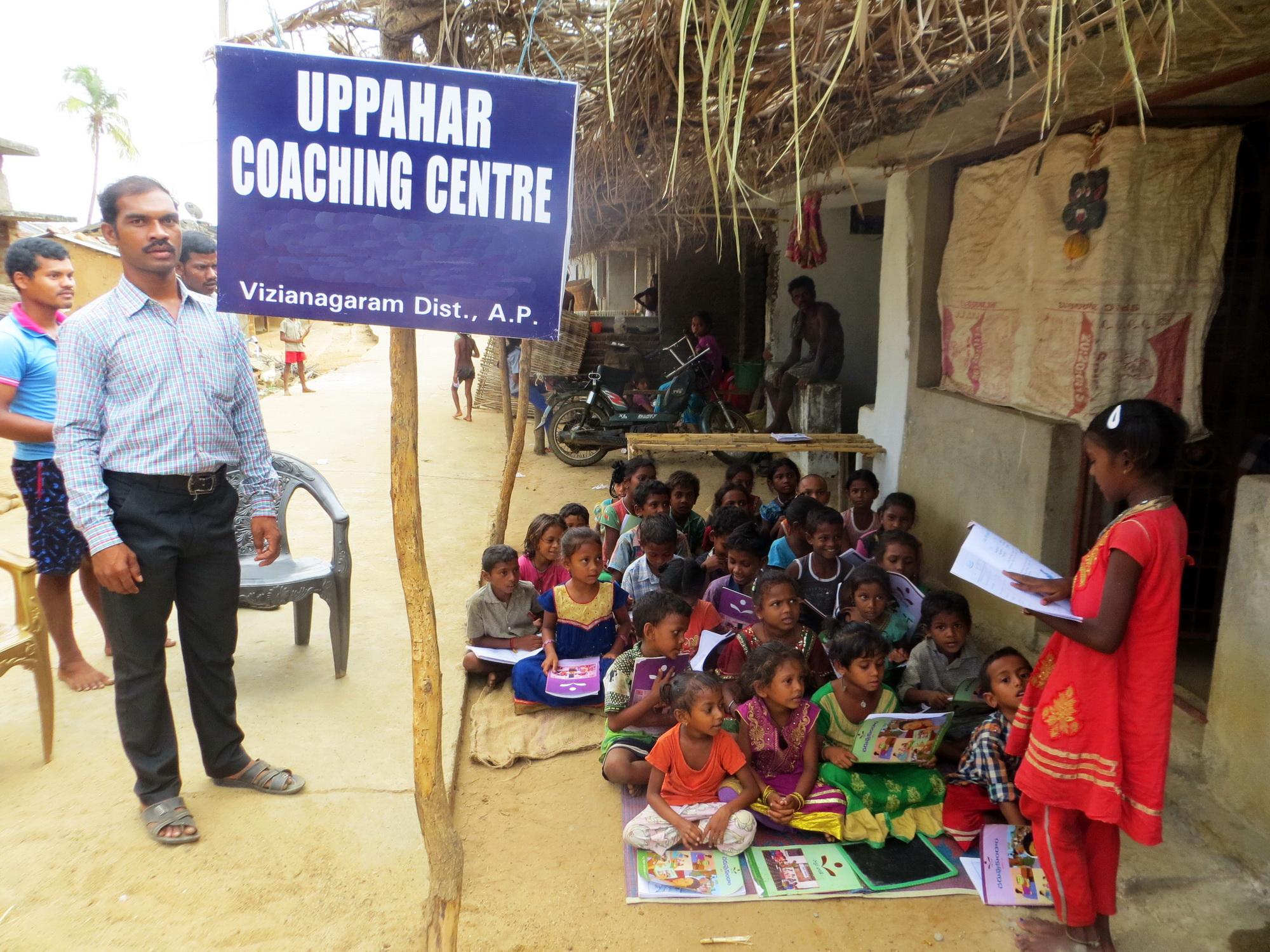 Dorf-Förderunterricht in Indien für benachteiligte Kinder
