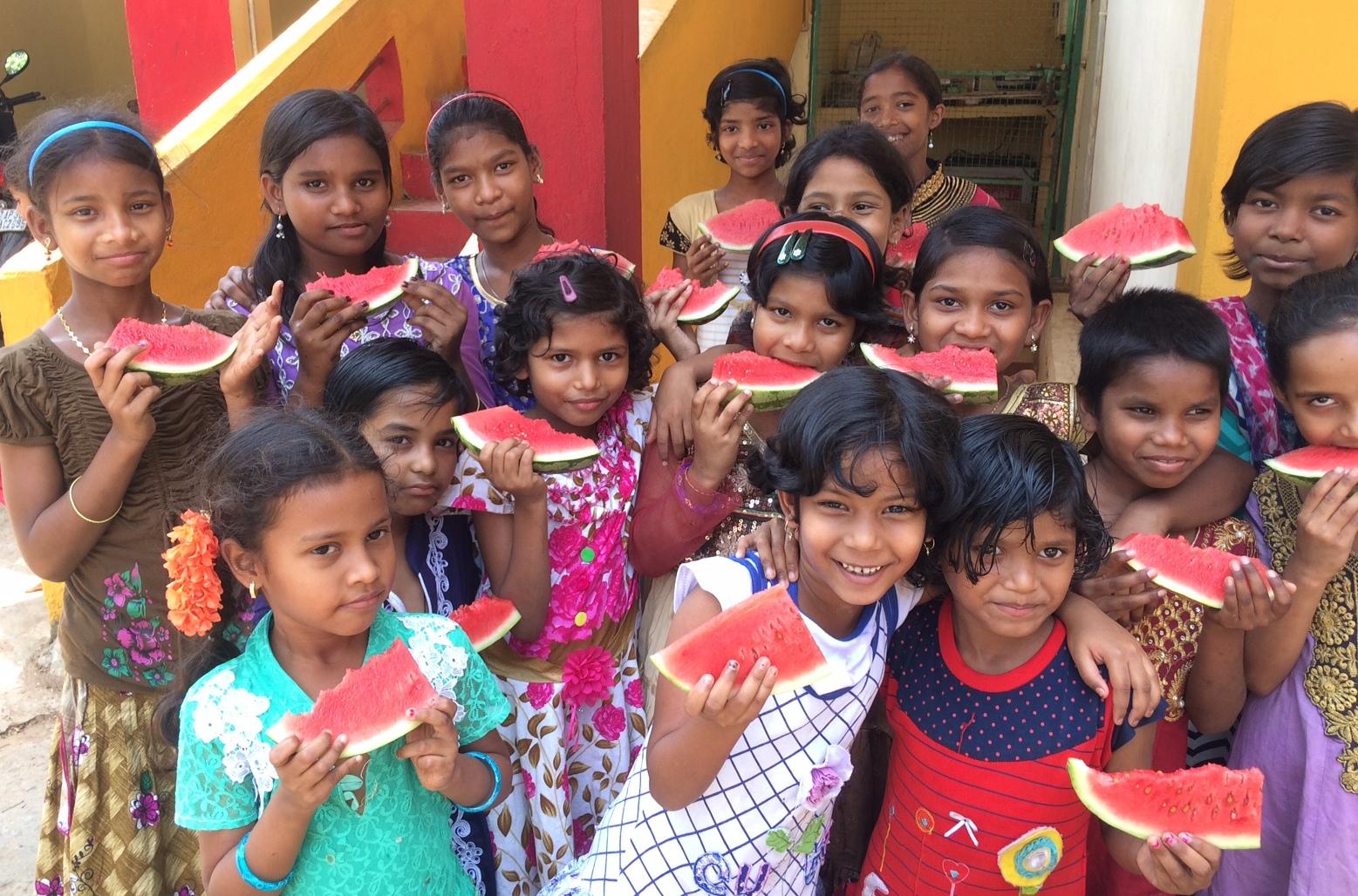 Kinder in einem unserer Kinderheime in Indien, die durch eine Patenschaft unterstützt werden und die Möglichkeit bekommen, eine Schule zu besuchen.