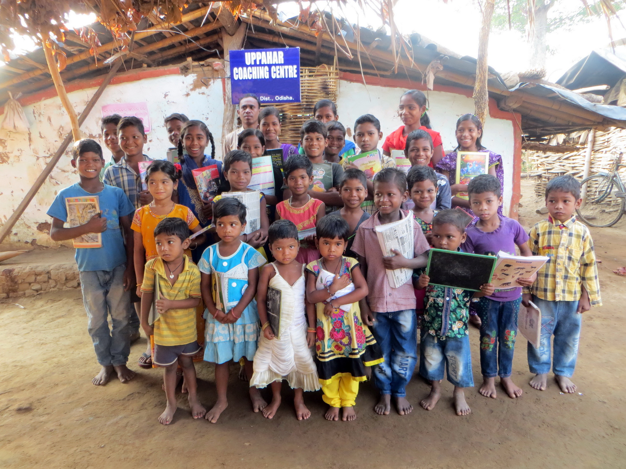 Dorf-Kindertagesstätte in Indien, die Nachhilfe für diese Kinder ermöglicht ihnen, die Schule mit einem guten Abschluss zu beschließen.